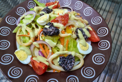 кальмар,соус,салат,перец,лук,яйца,сельдерей,сыр,рис