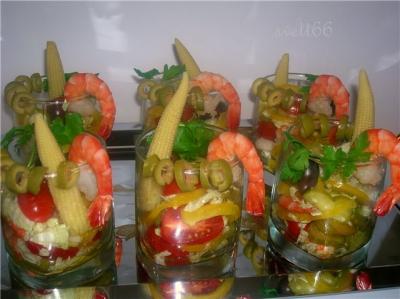 креветки,чеснок,перец,салат,огурцы,помидоры,петрушка,маслины,оливки,лимон,масло