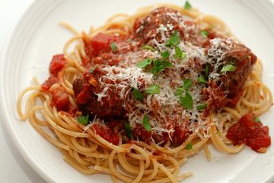спагетти,фарш,мясные шарики,томатный соус,еда,обед,ужин,готовка,кухня