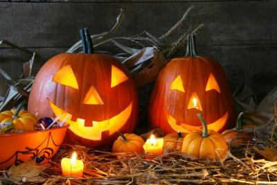 Хеллоуин,гадания,гадания на хеллоун,ночь,шум,ведьма,страх,костюмы,яблоко