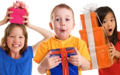 ребенок,подарки,игрушки,одежда,мама,забота,дети
